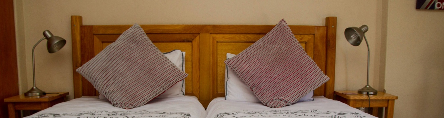 Glens Suite 3, Autumn Breeze Manor B&B large room with seating area, private balcony and twin beds suitable to sleep 2 people comfortably.