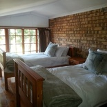 The Lodge - Twin beds in loft of Family room which sleeps 2 adults downstairs queen bed and 2 children upstairs in loft.